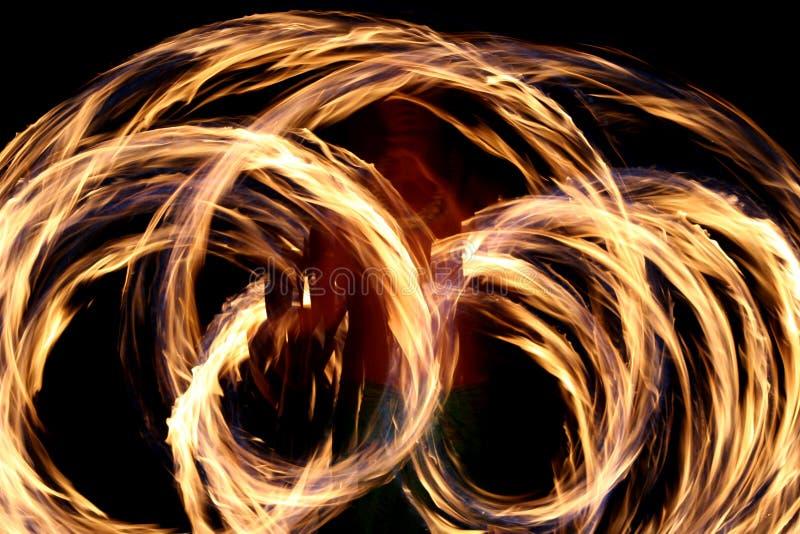 Baile hawaiano del fuego   foto de archivo