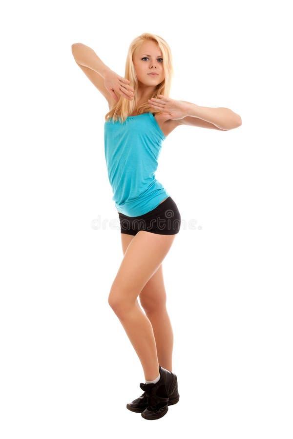 Baile rubio joven atractivo de la mujer
