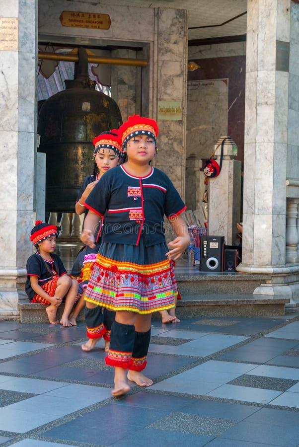 Baile tribal de las muchachas fotos de archivo libres de regalías