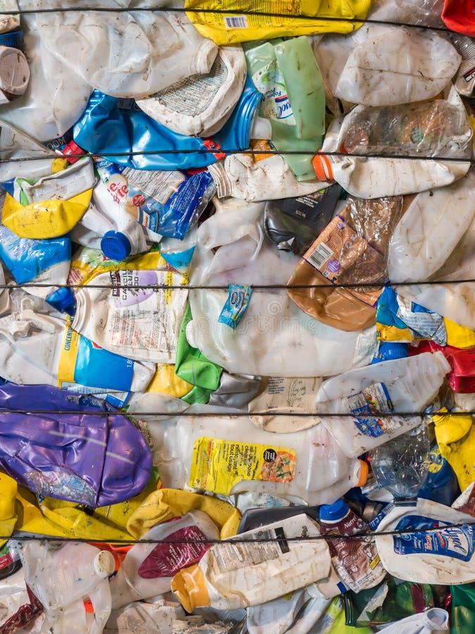 Bailed ha schiacciato la plastica riciclata fotografia stock libera da diritti