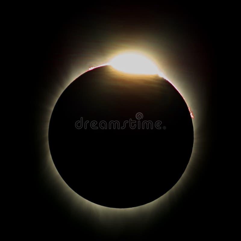 Baily& x27; s perla o efeito & o x28; Diamond Ring Effect & x29; durante o eclipse solar total em agosto - 2017 foto de stock royalty free
