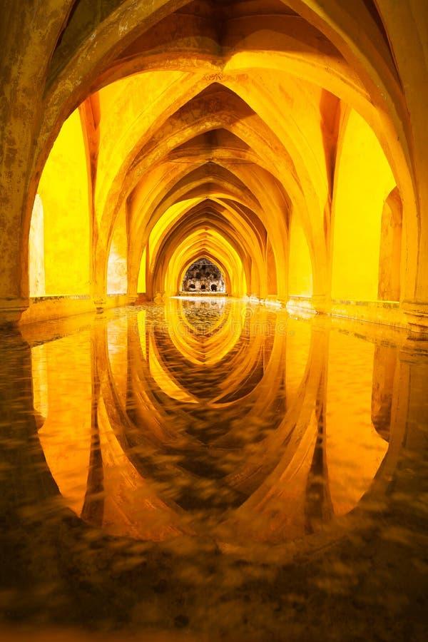 Bain de reine d'Alcazar, vue de face Séville, Andalousie, Espagne photos stock