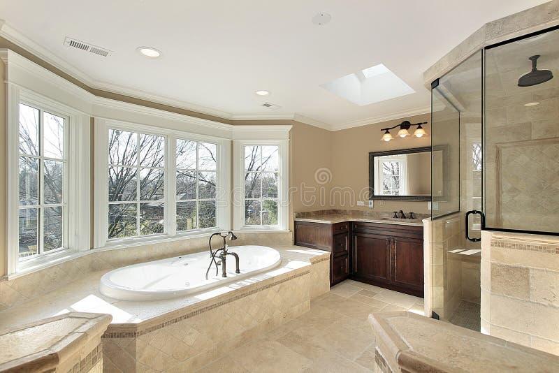 Bain principal avec la douche en verre photos stock