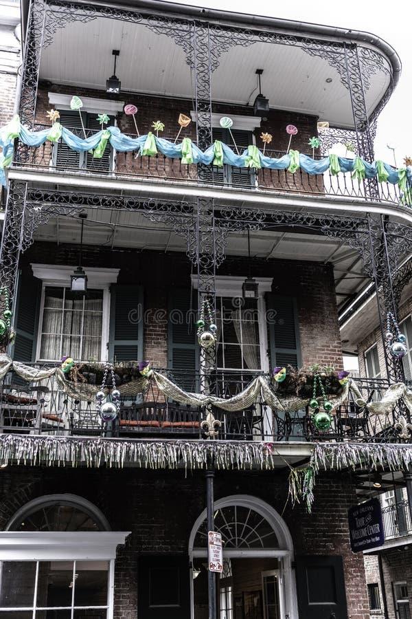 Bairro francês de Nova Orleães e seus balcões icônicos imagem de stock royalty free