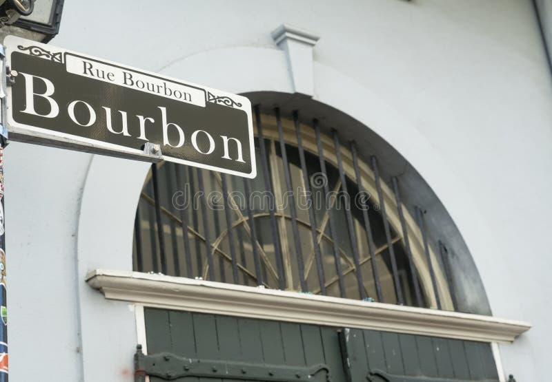 Bairro francês do centro famoso Nova Orleães da rua de Bourbon foto de stock