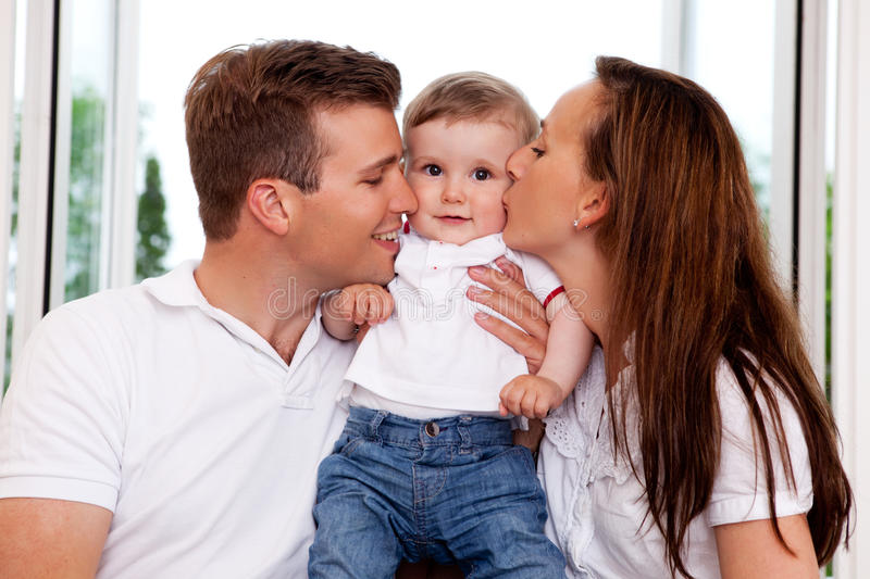 Baiser de parent photo stock