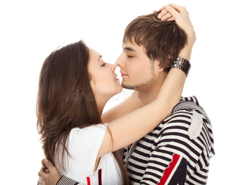 Baiser passionné des couples dans l'amour photo libre de droits