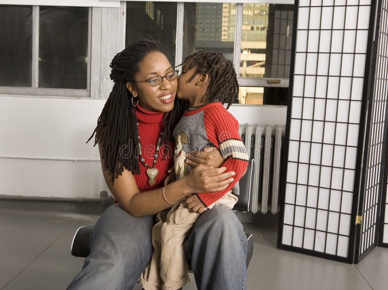 Baiser pour la maman photos libres de droits