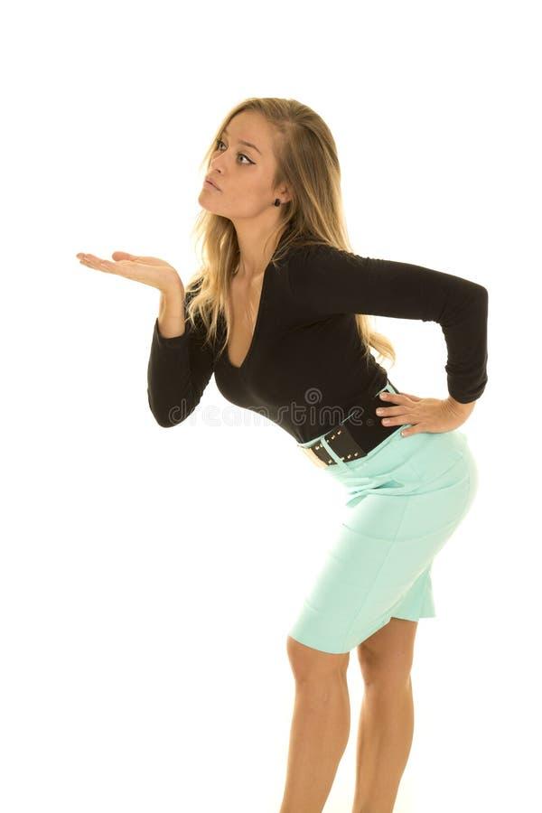 Baiser vert supérieur noir de coup de côté de chemise de femme photos stock