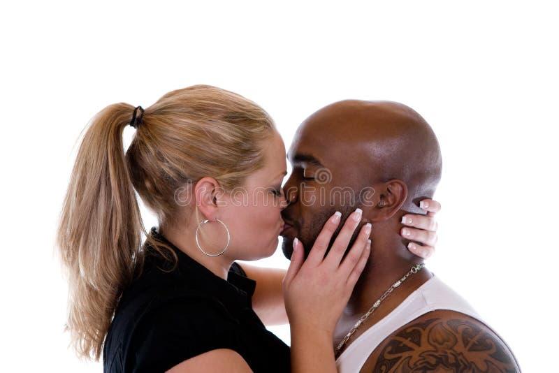 Baisers des couples images stock