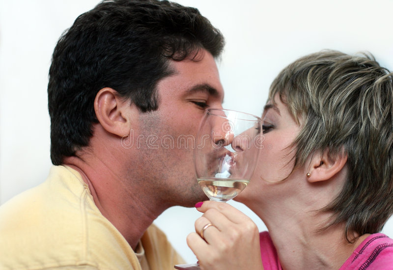 Baisers des couples photos libres de droits