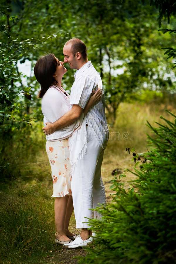 Baisers des couples photographie stock
