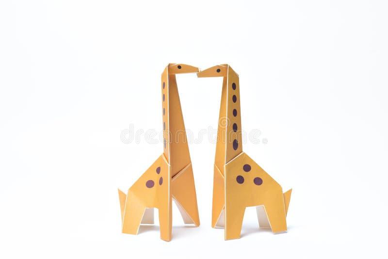 Baisers jaunes de paires de girafes d'origami images libres de droits