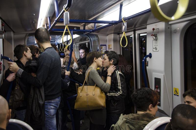 Baisers libres, foule instantanée contre l'omophobia, Firenze images stock