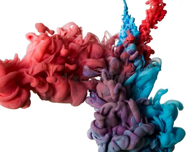 Baisse de couleur dans l'eau photos libres de droits