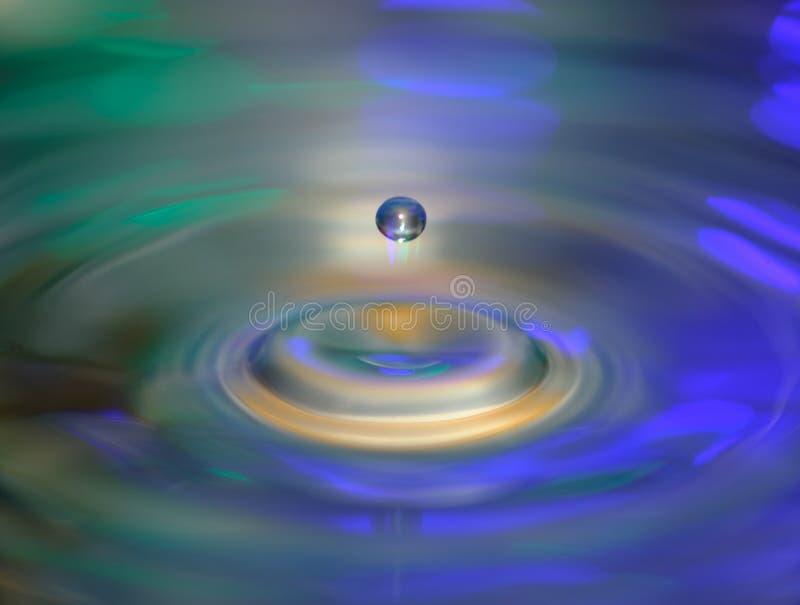 Baisse de l'eau et des vagues d'eau image stock