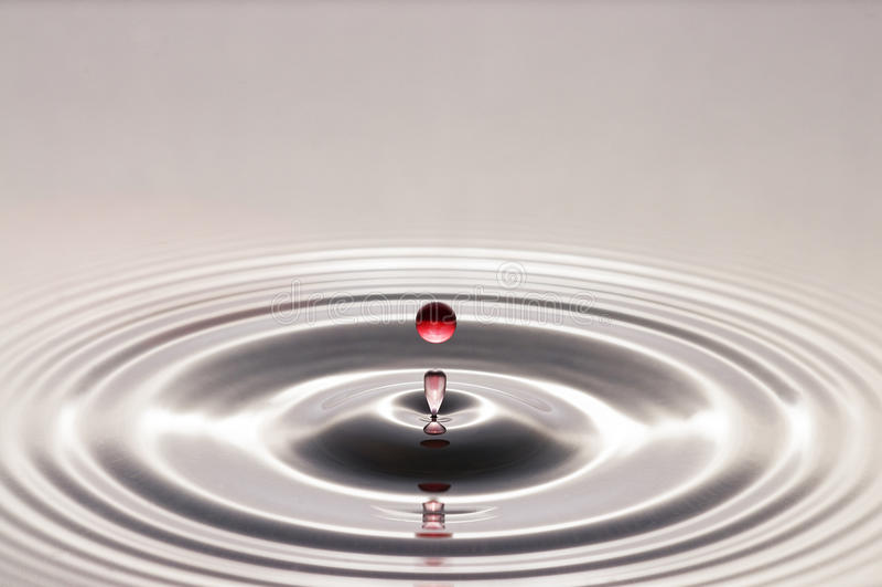Baisse de l'eau rouge photos libres de droits