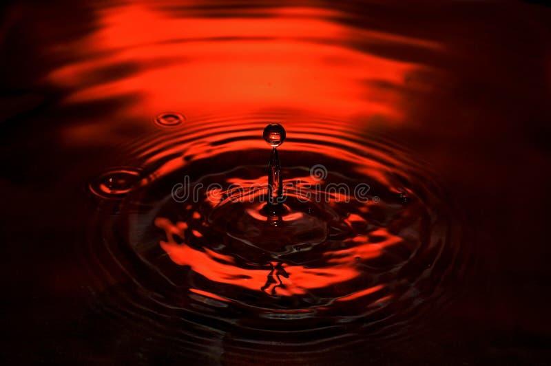 Baisse de l'eau rouge image stock