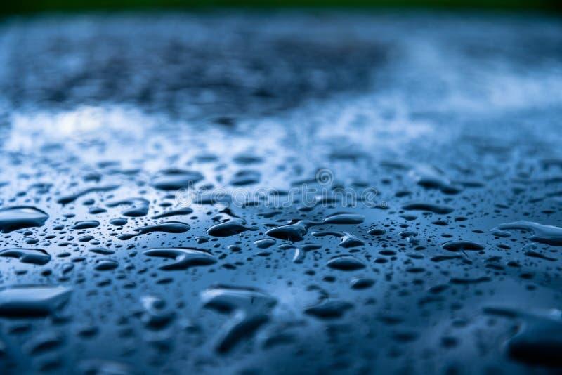 Baisse de l'eau sur le fond transparent Toutes les nuances de bleu photo stock