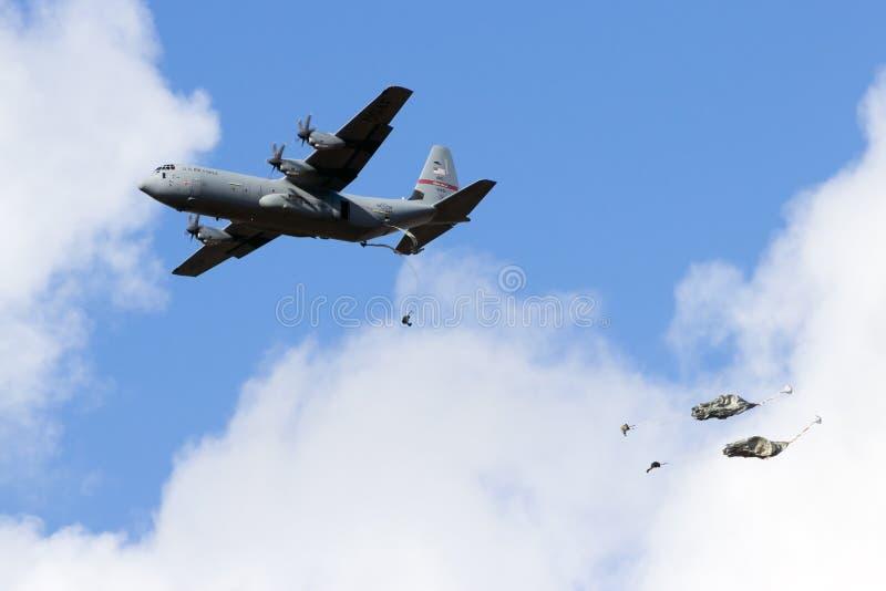 Baisse des USA C-130 Para images libres de droits