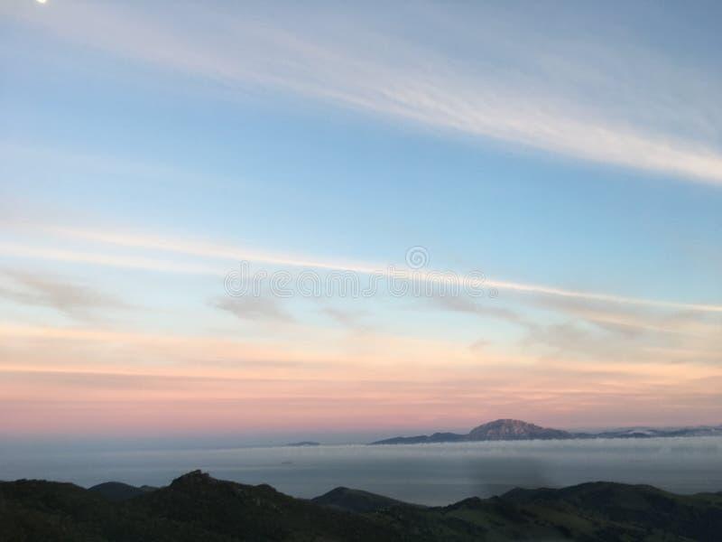 Baisse du soleil sur le Gibraltar image stock