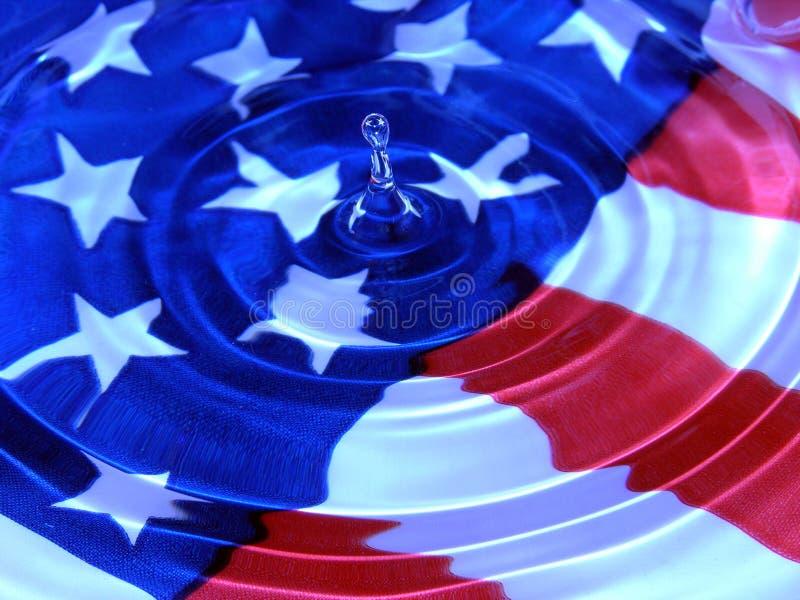Baisse patriotique de l'eau image stock