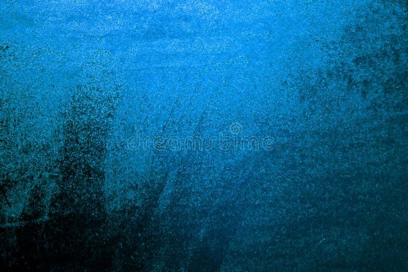 Baisses de l'eau bleue sur le fond de fenêtre Fond bleu pour une inscription image libre de droits