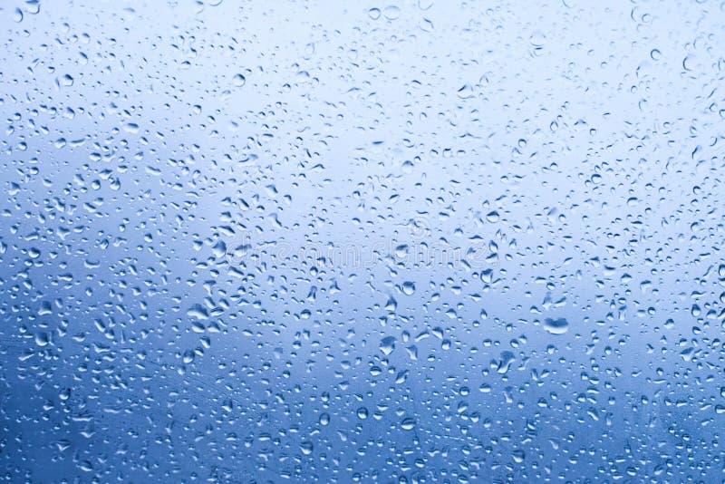 Baisses de l'eau sur l'hublot image libre de droits