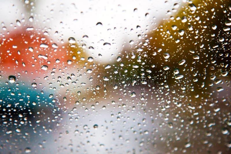 Baisses de pluie sur l'hublot photo libre de droits