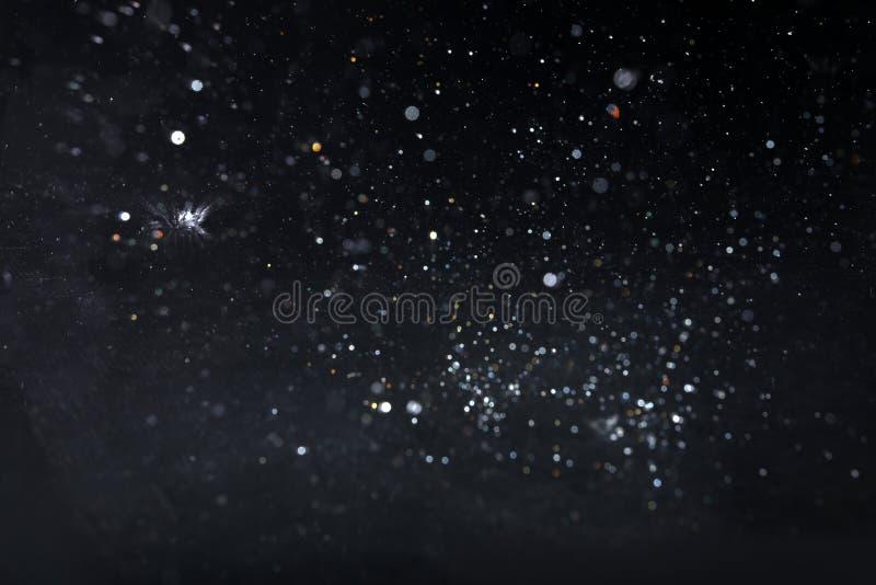 Baisses de pluie tombant vers le bas image libre de droits