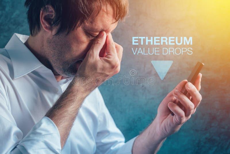 Baisses de valeur de cryptocurrency d'Ethereum photo stock
