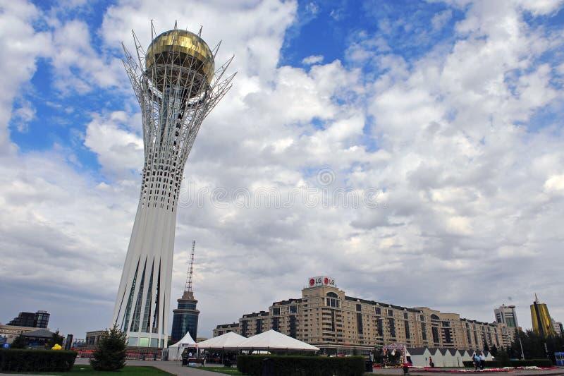 Baiterek obserwaci i zabytku wierza w Astana obrazy stock