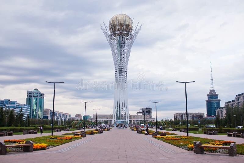 Baiterek - um monumento na capital de Cazaquistão, Astana, uma das atrações principais da cidade foto de stock royalty free