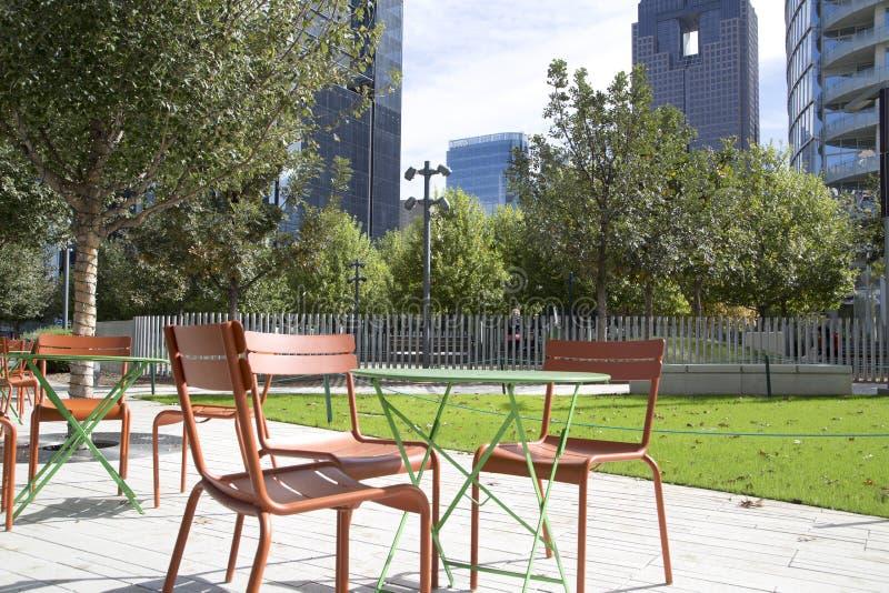 Baixa bonita de Klyde Warren Park dentro da cidade Dallas fotografia de stock royalty free