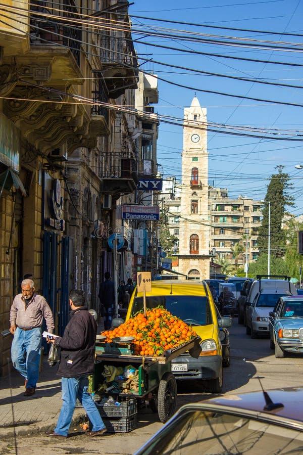 A baixa e Al-diz a torre de pulso de disparo em Tripoli, Líbano foto de stock