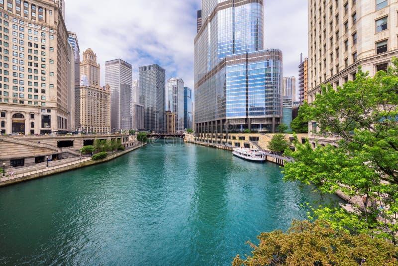 Baixa e Chicago River de Chicago imagens de stock royalty free