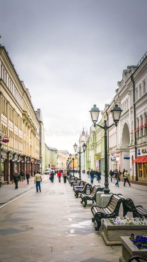 Baixa histórica Moscou da rua, Rússia perto do quadrado vermelho imagens de stock royalty free