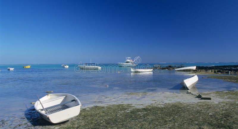 Baixa maré na lagoa na praia de Bain Beauf imagem de stock royalty free