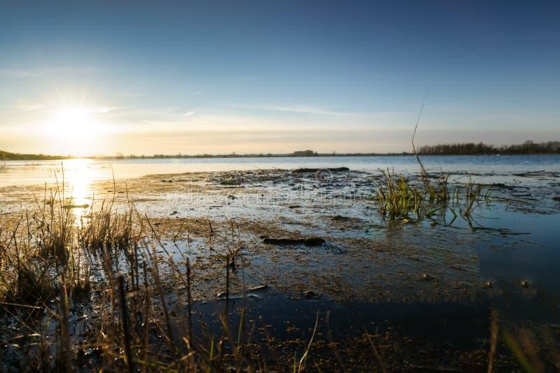 Baixa ponto ou vista de um rio com ponto alto fotos de stock