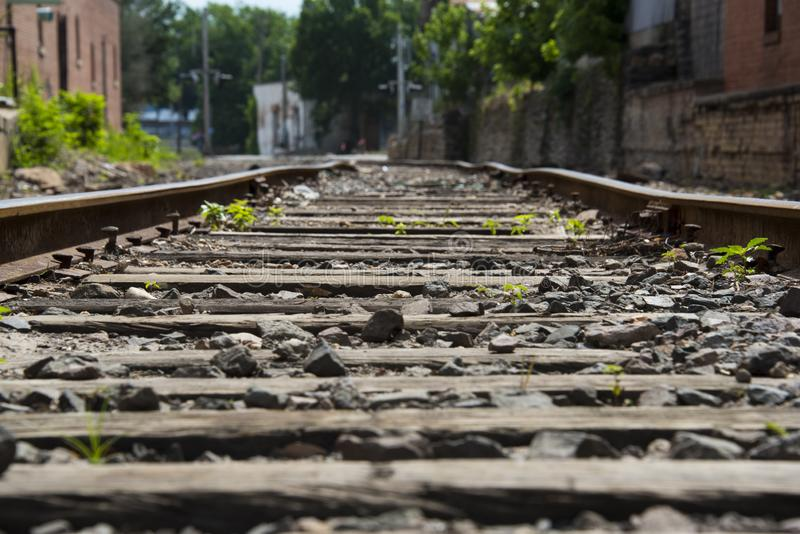 Baixas trilhas de estrada de ferro fotografia de stock royalty free