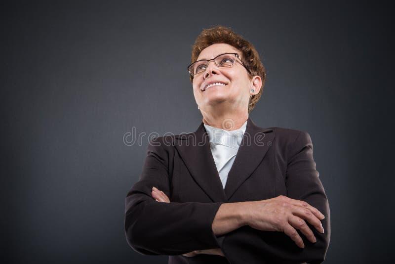 Baixo ângulo do levantamento superior da senhora do negócio foto de stock royalty free
