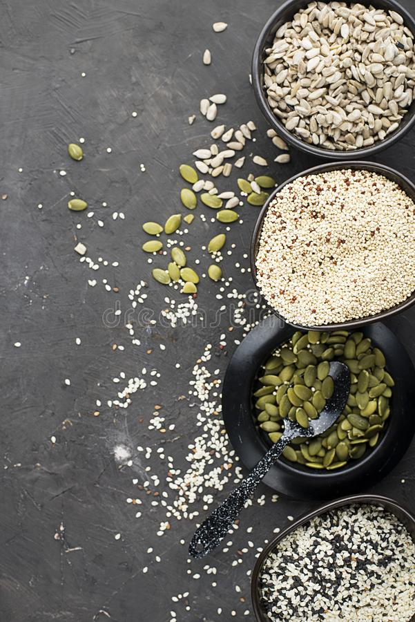 Baixo conceito Ketogenic da dieta dos carburadores Comer e fazer dieta saudáveis Receitas Ketogenic da cozinha: pão ou biscoitos  imagem de stock