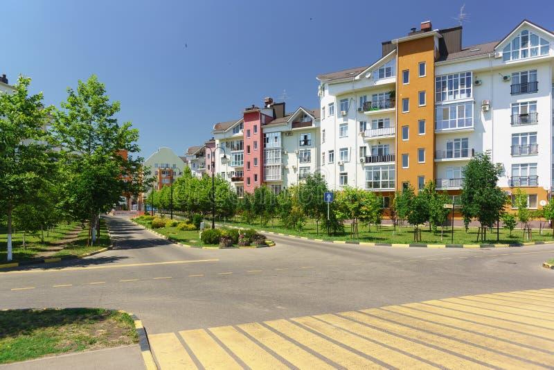 Baixo construção na rua na vizinhança da vila alemão da avenida de Goethe em Krasnodar fotos de stock