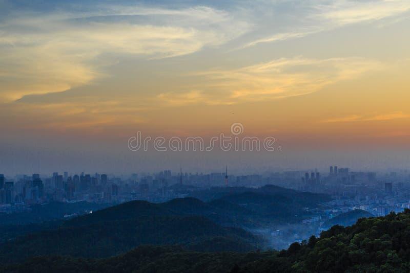 Baiyun bergplats i aftonen royaltyfri foto