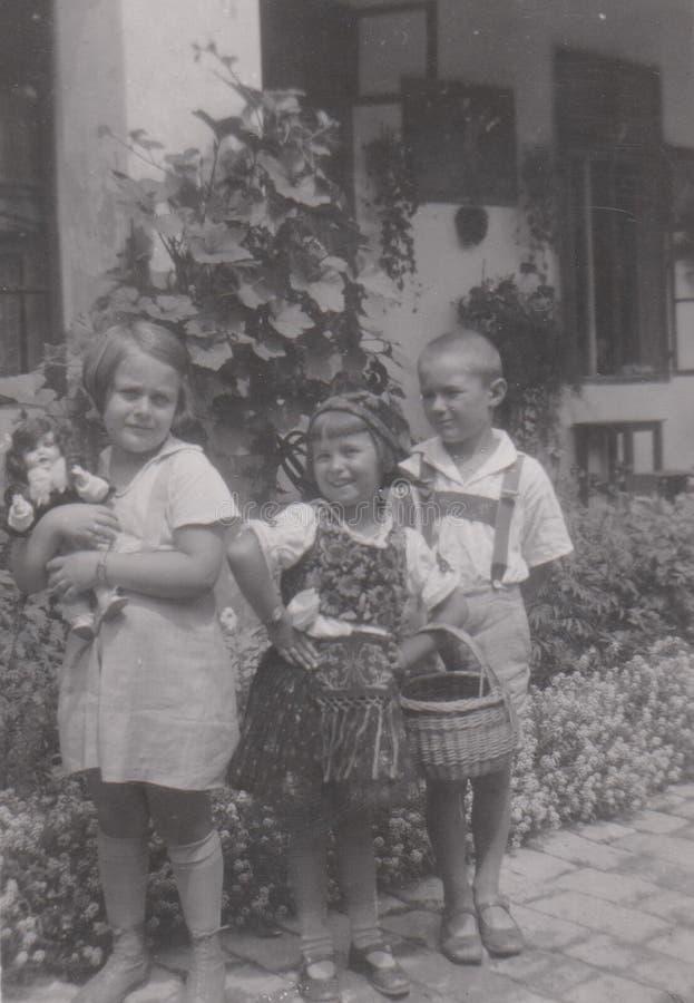 BAJA, HUNGRÍA, el 28 de julio de 1939 niños 1939 - Baja, Hungría fotografía de archivo libre de regalías