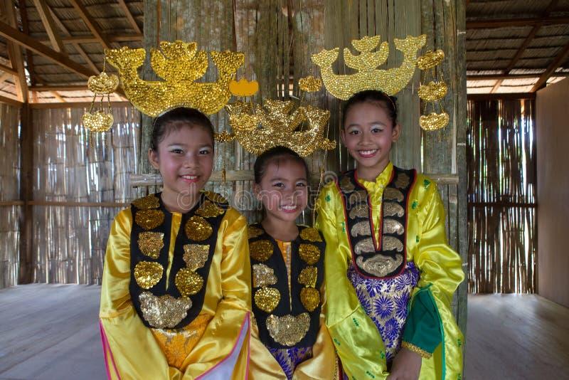 Bajau etnisk traditionell dräkt royaltyfria bilder