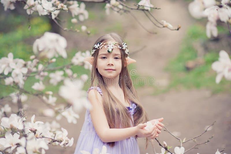 Bajki dziewczyna Portret tajemniczy elfa dziecko Cosplay charakter zdjęcie stock
