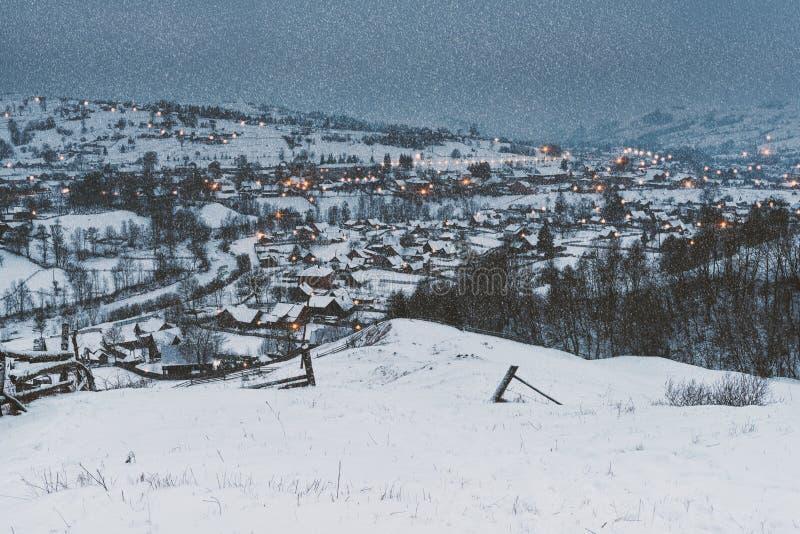 Bajki wioska, Bożenarodzeniowy tło zdjęcie royalty free