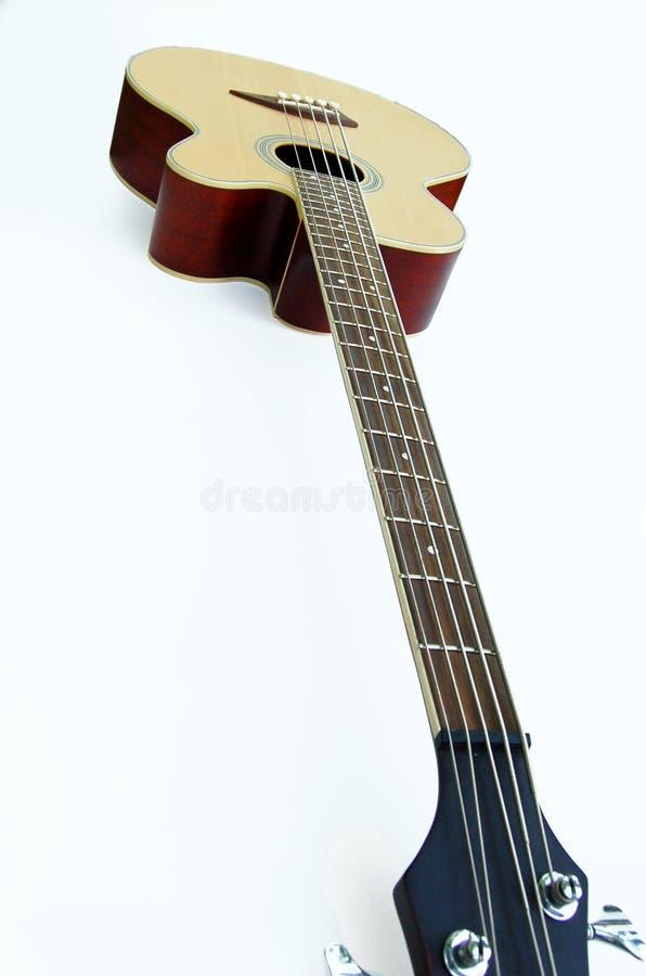 Bajo, guitarra acústica fotografía de archivo