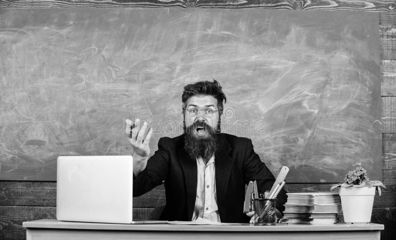 Bajo preguntada profesor del conocimiento Cu?les son usted que habla Maravilla desagradable Qu? pensamiento est?pido Hombre barbu imagenes de archivo